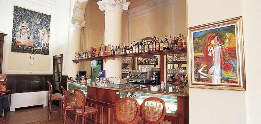 Grand Hotel Cadenabbia, Cadenabbia, Lake Como, Italy - bar.jpg